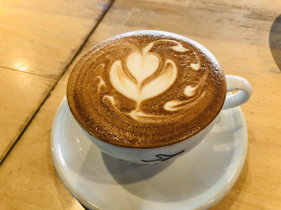 スロージェットコーヒーのホットカフェラテ