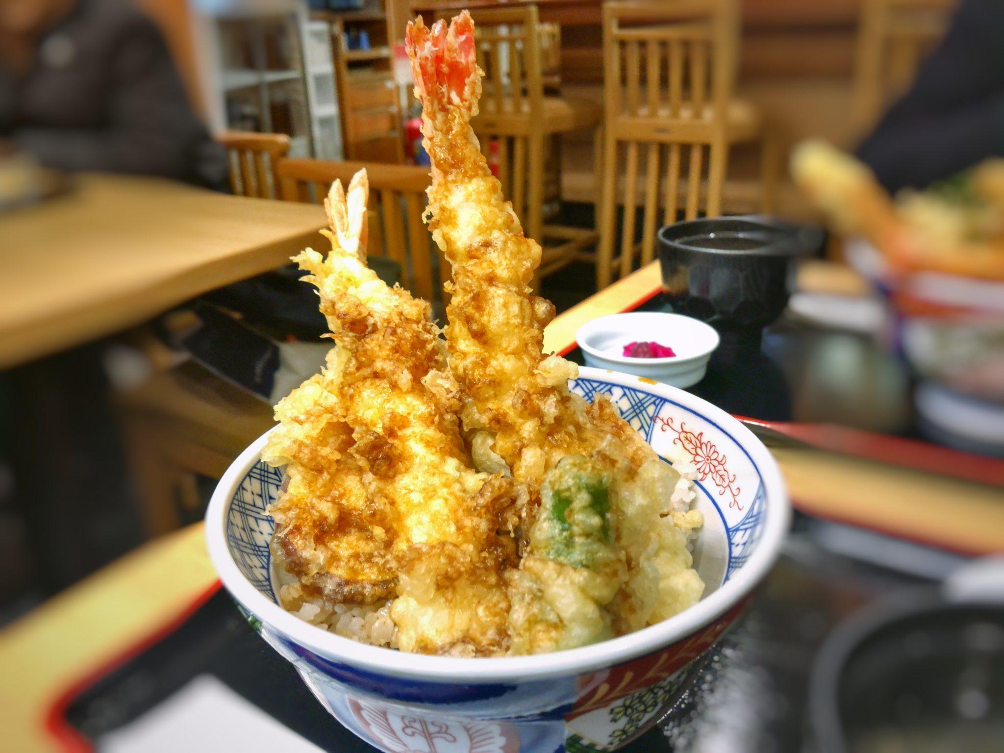 天ぷらけやきのはみ出し大海老天丼②