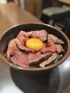 肉友のローストビーフ丼②