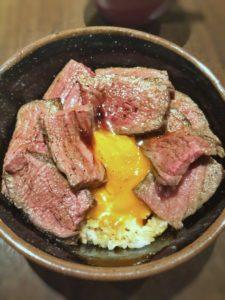肉友のローストビーフ丼③