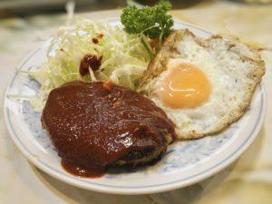富士川食堂のハンバーグ定食①